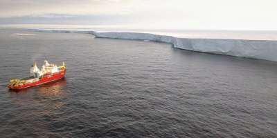 Getz ice shelf photo by Pierre Dutrieux