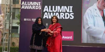 Dr Hifza Rasheed Geog alum receiving award